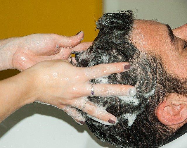 Už jste někdy vyzkoušeli tuhý mýdlový šampon?