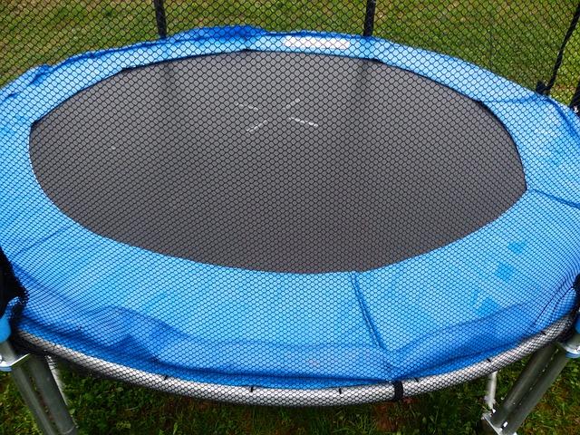 Proskákejte se ke štěstí na trampolíně s ochrannou sítí
