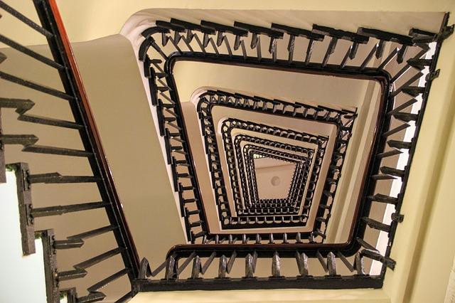 Vhodné schodiště se najde i do užšího prostoru
